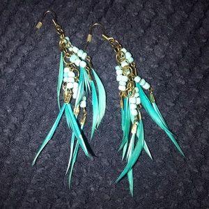 Jewelry - 🆕 blue feather boho earrings